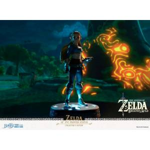 The Legend of Zelda: Breath of the Wild - Zelda 10 Inch Collector with Led Stand [First 4 Figure]